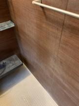 鹿児島市 お風呂の壁の白い汚れ